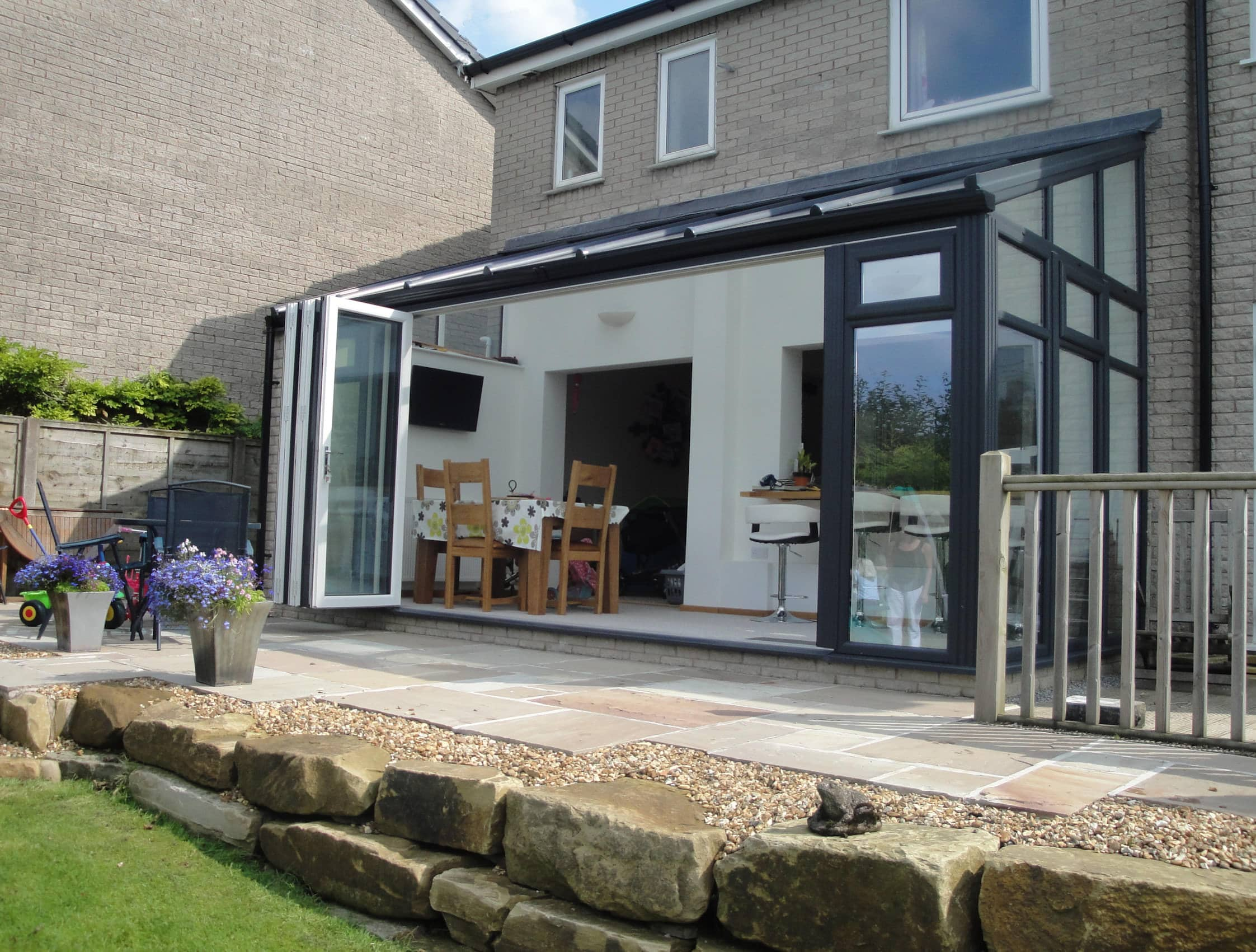 Lean to conservatory reading abbey conservatories berkshire for Garden room lean to
